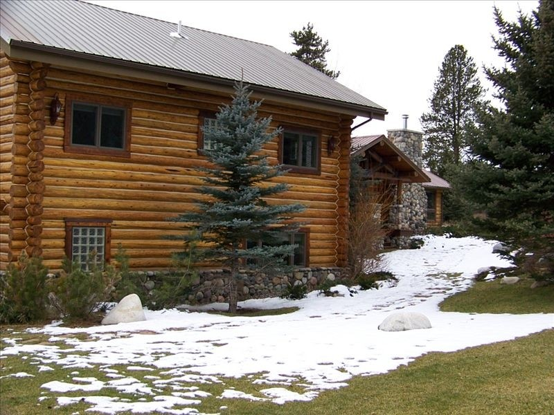 Elk crossing big sky fishing and skiing vacation rentals for Big sky cabin rentals